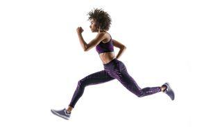 无论一个人经常跑步还是仅偶尔跑步,他们的手臂通常都处于弯曲位置。