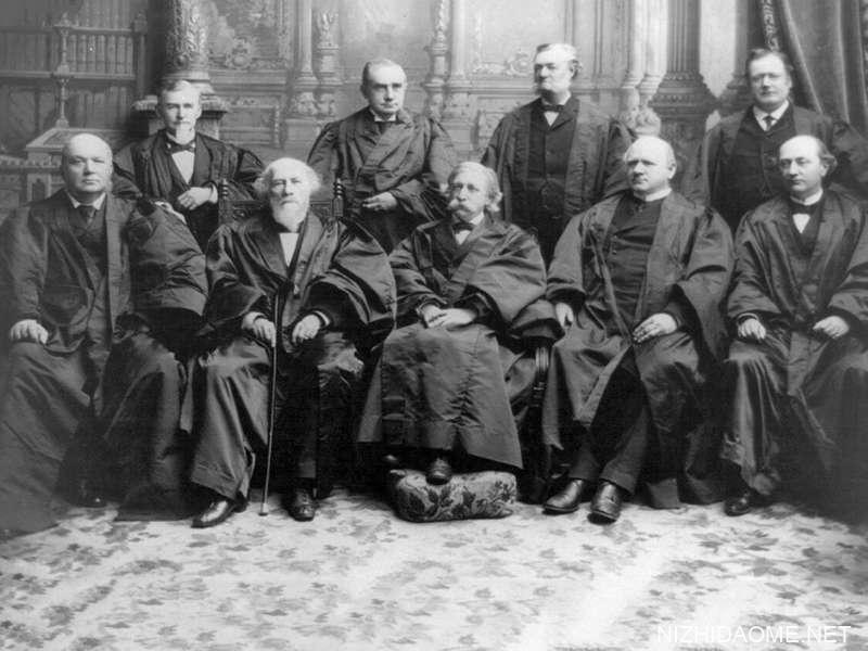 美国最高法院,1894年:格雷,杰克逊,菲尔德,希拉,哈伦,布鲁尔,怀特和首席法官富勒。