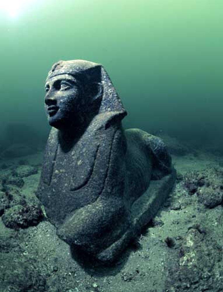 今天,这些古老的雕像就像对过去的遗忘。 ©Franck Goddio / Hilti Foundation,照片:克里斯托夫·格里克(Christoph Gerigk)