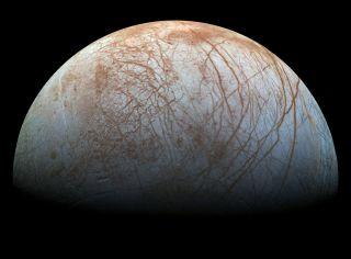 美国国家航空航天局(NASA)的伽利略(Galileo)太空船所拍摄的木星海底月亮欧罗巴(Europa)。
