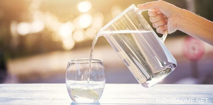 水可以帮助您减肥。
