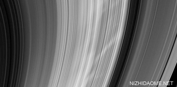 土星-轮辐现象