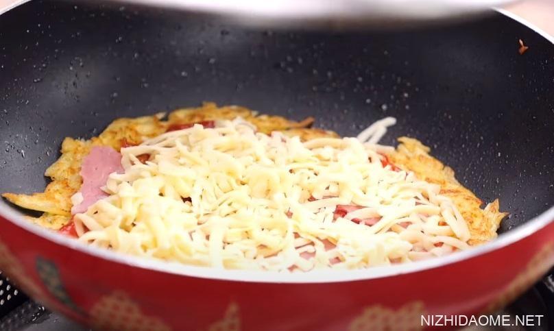 马铃薯蛋饼披萨怎么做 酥脆牵丝10分钟上桌