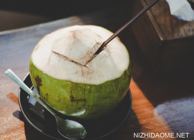 青椰子肉怎么打开图解 青椰子怎么打开吃椰肉图解