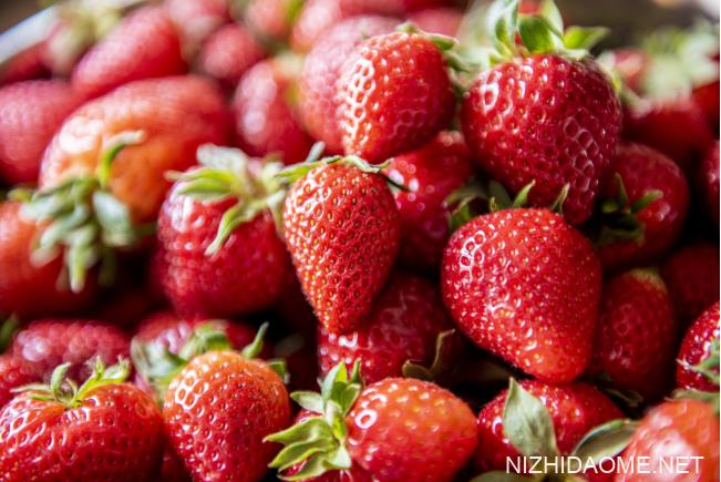 草莓嘌呤含量高吗 痛风可以吃草莓不