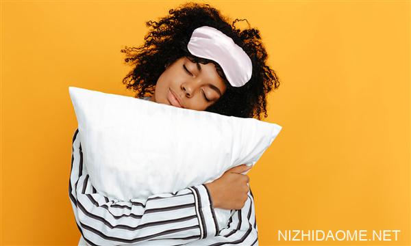 专家:爱睡懒觉会折寿 每天睡7-8小时最长寿