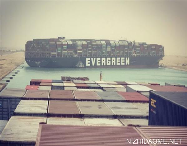 """60米巨型货轮""""截断""""苏伊士运河:冲击全球物流"""