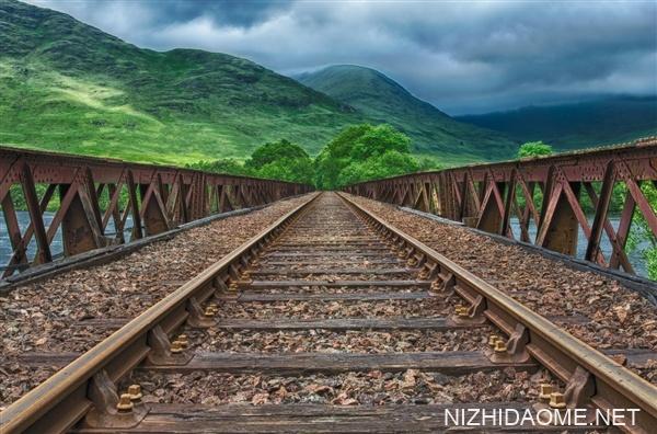 """川藏铁路建设工期将超过10年:被称""""最难建的铁路"""""""