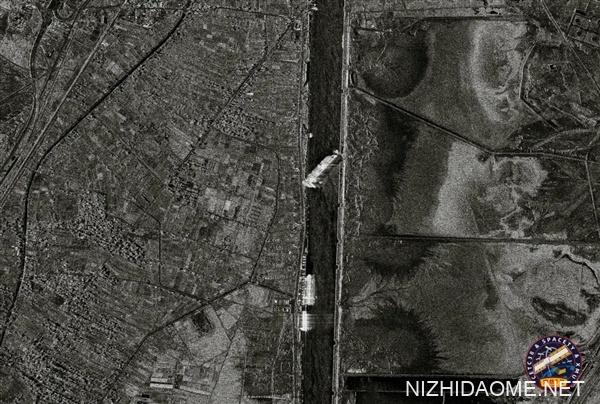 400米巨轮堵死苏伊士运河:中国卫星拍下尴尬一幕