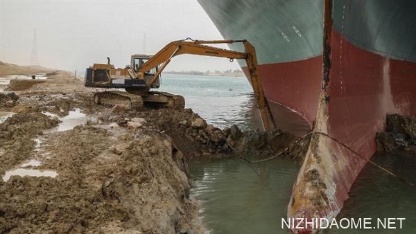 巨轮顺利启动!苏伊士运河有望在数小时内恢复通航