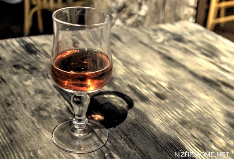 洋葱泡红酒保质期多久 洋葱泡红酒可以放多久