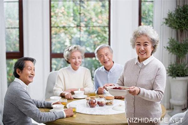 老人吃饭总噎着怎么回事 如何防预老人噎食