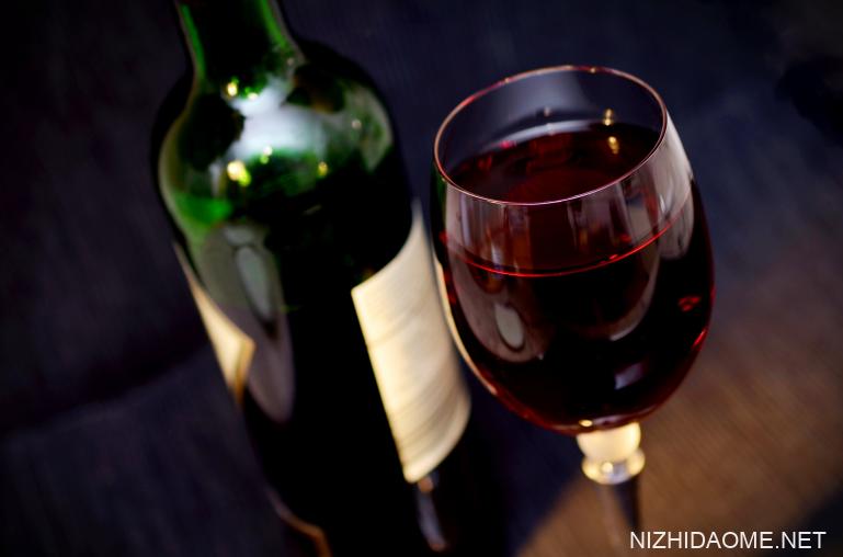 睡前喝红酒到底好不好 睡前喝红酒有什么好处和坏处