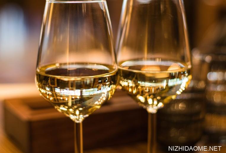 白葡萄酒的功效和作用 喝白葡萄酒的好处和坏处