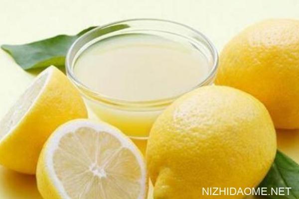 柠檬皮能一起榨汁喝吗 柠檬怎么榨汁去皮吗