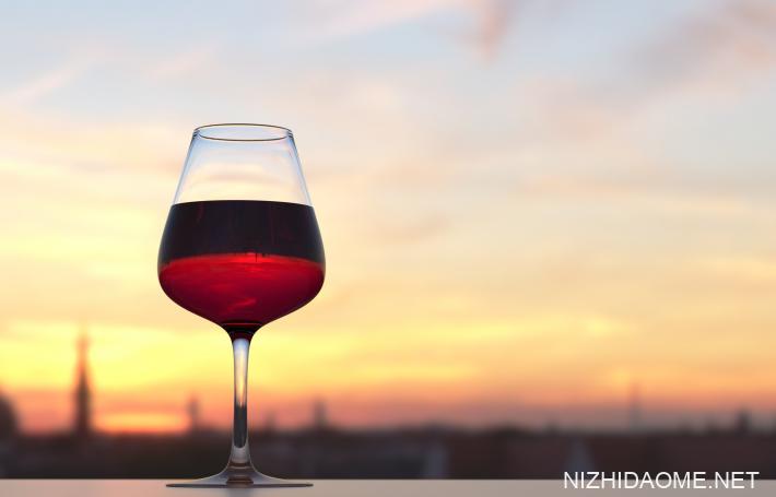 睡前喝红酒会胖吗 睡前喝红酒有助睡眠吗