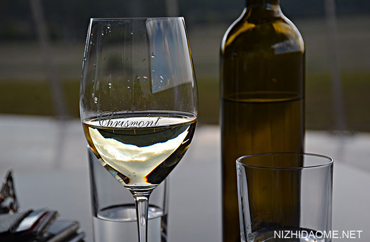 半干白葡萄酒是什么意思 半干白葡萄酒是甜的吗