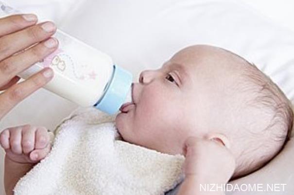 婴儿溢奶会不会流到耳朵里 宝宝溢奶流到耳朵里怎么办
