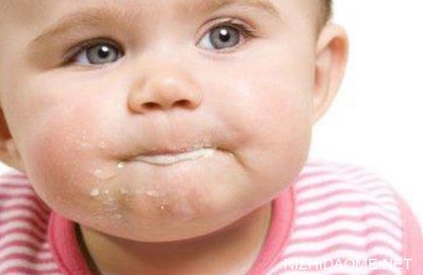婴儿吐奶从鼻子出来 婴儿吐奶从鼻子里面出来是怎么回事