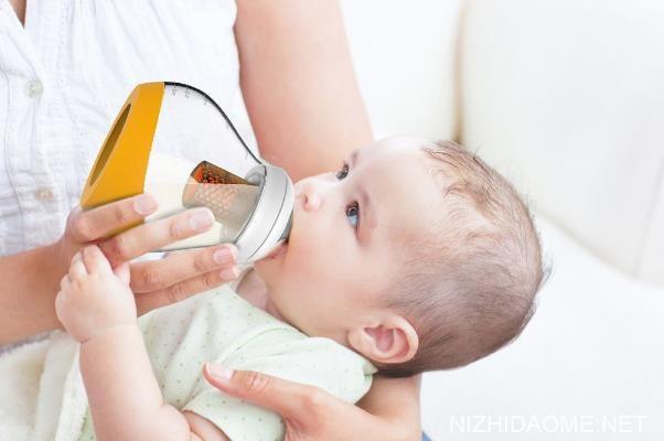 婴儿溢奶频繁是什么原因 婴儿溢奶频繁是消化不良吗